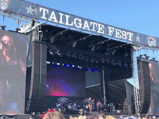 be2ed7cf23f Tailgate Fest LA. Toby Keith Sings